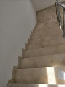Mramor schodiště mat .Crema Marfil